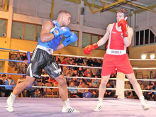 Amateur star's unanimous defeat in Olympic re-match