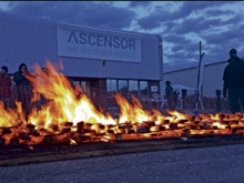 Firewalkers' hotfoot it to sole objective of cash for hospice