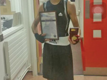 Khan wins boxing crown in Croyden