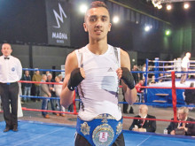 Khan secures English title