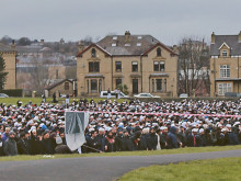 8,000 flock to funeral of 'visionary' Muslim cleric