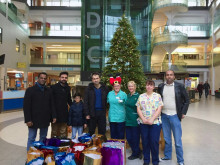 Muslim group spreads festive cheer