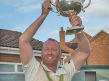 Scholes win title in dramatic style