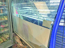 Off licence ram-raided by gang who stole cash machine