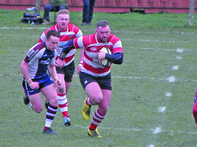 Cleck fall short against league leaders
