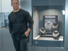 Batley jeweller's delight as RL star-actor Keith drops in