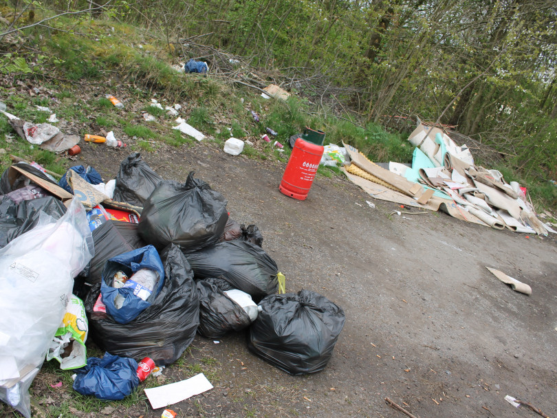 Travellers dump piles of rubbish at country park