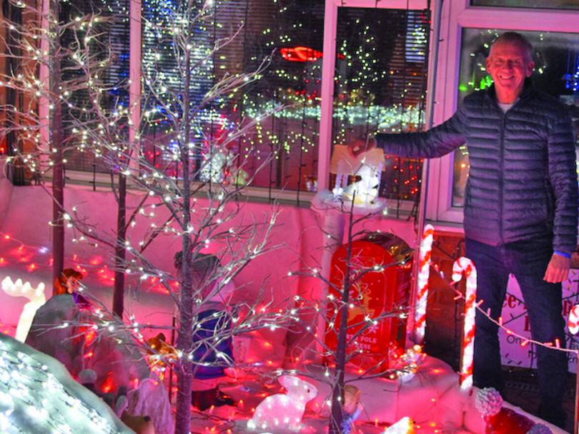 Mirfield neighbours switch on Christmas spectacular